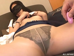 Couple,Japanese,Pantyhose,Nylon,Panties Kitajima Yui wears a blindfold while...