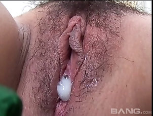 Couple,Hardcore,Asian,Close Up,Pussy,Creampie,Hairy Asian pussy gets toyed, fucked and...