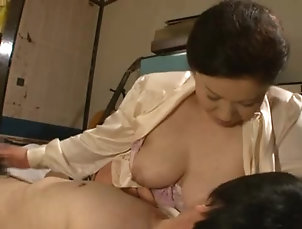 Brunettes,Couple,Handjob,Hardcore,Japanese,Mature,Natural Tits Kinky Chizuru Iwasaki gets in a hot...