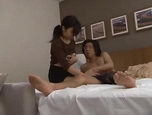 Brunettes,MILF,Bra,Couple,Hardcore,Asian,Japanese,Handjob Kinky Japanese chick gives a handjob...