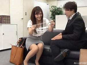 Couple,Japanese,Licking,Natural Tits,Office Smoking hot Japanese babe gets her...