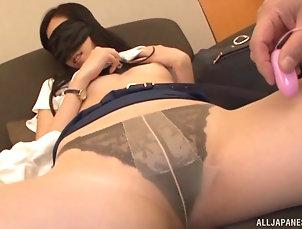Couple,Japanese,Pantyhose,Nylon,Panties Kitajima Yui wears a blindfold while...