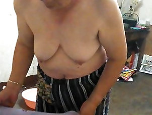 Asian;Mature;MILF;Granny;Chinese;HD Videos;Mom Chinese granny in the bath 2