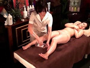 HD,Lesbian,Asian,Japanese,Oiled,Massage Two beautiful Japanese chicks turn...