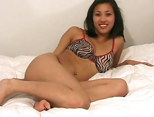 Solo Models,Asian,Bra Delicate Asian chick turns around to...