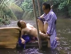 Japanese,Outdoor,Couple Japanese couple fucks in the river