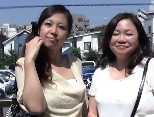 Amateur,Asian,Brunettes,Hardcore,Japanese,MILF,Outdoor,Reality Mature Japanese lady is into hot sex...